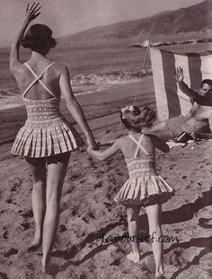 Mother and Daughter - Mademoiselle Editorial Station Wagon Living, March 1959 Vintage Bathing Suits, Vintage Bikini, Vintage Swimsuits, Vintage Shorts, Vintage Outfits, Skirted Swimsuits, Retro Swimwear, Bandeau Bikini Tops, Push Up Bikini