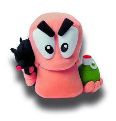 Peluche Boggy B 32 cm. Worms. Gaya Internacional Estupendo peluche fabricado en poliéster del gusano soldado Boggy B de 32 cm de altura, con accesorios y por supuesto 100% oficial y licenciado.