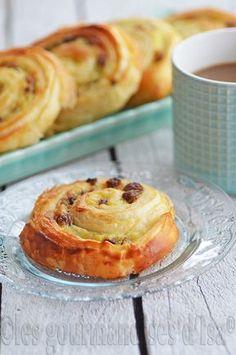 pains aux raisins, raisins secs, crème pâtissière, pâte levée feuilletée, viennoiseries,