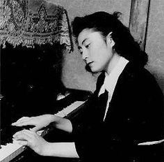 Yoko Ono When She Was Young | yoko as a teenager studied philosphy and music theory she