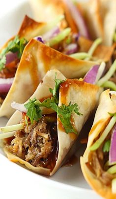 Hawaiian Pork Wonton Tacos Recipe ~ Sweet n' saucy slow cooked Hawaiian Bbq pork wrapped in wonton wrappers and baked til crispy! All topped with the most amazing sauce! Perfect for a main dish or a party appetizer! Pork Recipes, Slow Cooker Recipes, Crockpot Recipes, Cooking Recipes, Cooking Tips, Tapas, Think Food, I Love Food, Appetizers For Party