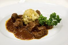 If you grew up eating Venison like I did you sing it's praises constantly, right? Low in calories and fat, easy to enjoy-- Slow Cooker Venison Roast. Slow Cooker Venison, Cooking Venison Steaks, Venison Roast, Venison Chops Recipes, How To Cook Veal, Crockpot Recipes, Cooking Recipes, Slow Cooking, Venison Stew