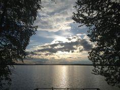 Kaunis maisemakuva auringonlaskusta