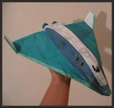 Delta Glider Paper Model - Red Version This very nice paper model of a Delta Glider is offered by Orbit Hangar Mods , a site dedicate. Space Flight Simulator, Science Projects, Projects To Try, Papercraft Download, Paper Models, Gliders, Paper Crafts, Paper Planes, Airplanes