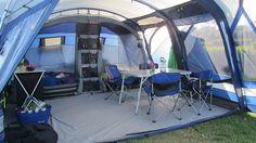 Det er selvfølgelig helt op til dig selv, hvor meget ekstraudstyr du vil have med, men med det moderne campingudstyr, kan teltet næsten blive som stuen derhjemme.