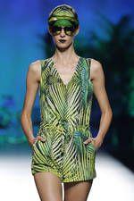 Maya Hansen exhibe sus propuestas para primavera-verano 2016 sobre la pasarela de Mercedes-Benz Fashion Week Madrid - Ediciones Sibila (Prensapiel, PuntoModa y Textil y Moda)