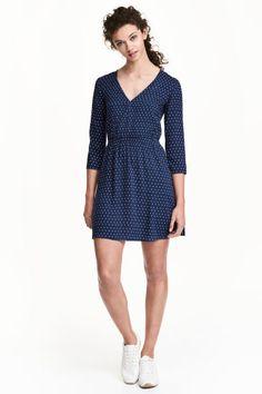 Jurk met V-hals - Donkerblauw/stippen - DAMES   H&M NL 1