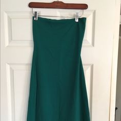 Small Susanna Monaco tube dress, knee length Size Small Susanna Monaco tube dress, with slight flare at knee (a line) in emerald green, excellent condition, no pilling. I am 5 7 and it hits just above the knee, top easily fits 34DD, very stretchy! Susana Monaco Dresses Strapless