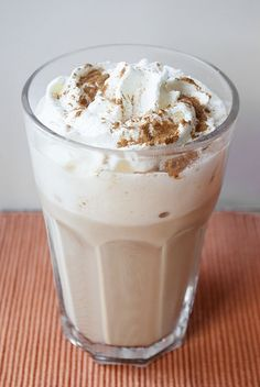 Autumn to go, please: Pumpkin Spice LattePumpkin Spice Latte - what about the autumnal coffee specialty? Pumpkin Spice Starbucks Frappuccino Recipe for Fall!Pumpkin Spice Starbucks Frappuccino Recipe for Fall! Classic Pumpkin Pie Recipe, Perfect Pumpkin Pie, Homemade Pumpkin Pie, Pumpkin Pie Recipes, Coffee Recipes, Starbucks Pumpkin Spice Latte, Cupcakes, Latte Recipe, Yummy Drinks