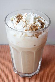 Willkommen zu Teil 6 meiner Starbucks-Reihe, in der ich euch zeige, wie ihr die leckeren Getränke von Starbucks ganz einfach zu Hause selbst machen könnt. Genauso lecker, nur nicht genauso teuer. …
