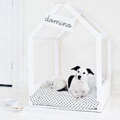 Step by step instructions for making this indoor dog house. (in Dutch) To translate, please use the craftgawker translation tool.