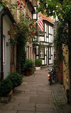 Schnoor street in the old part of Bremen, Germany (by twiga_swala)
