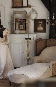 Antiqued, spray painted chair, Bedroom. White, Grey, Black, Chippy, Shabby Chic, Whitewashed, Cottage, French Country, Rustic, Swedish decor Idea. ***Repinned from Natalia Babilon***.