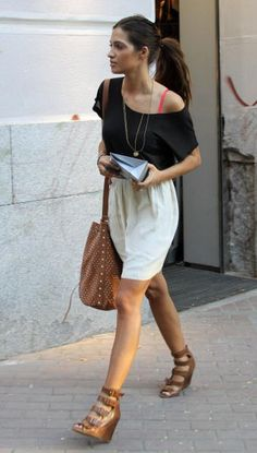 sara carbonero, skirt and ponytail Simple Dresses, Short Dresses, Look Boho Chic, Trendy Fashion, Womens Fashion, Got The Look, Everyday Outfits, Girl Crushes, Casual Chic