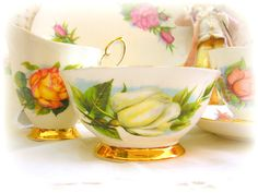 Paragon Harry Wheatcroft Sugar Bowl 'Virgo' White Rose from World Famous Roses for Harlequin 1950s Tea set