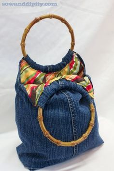5 Recycled Blue Jean Projects - - - Love the lining fabric on this handbag from recycled jeans and fabric! Diy Jeans, Diy Purse From Old Jeans, Diy Denim Purse, Denim Bags From Jeans, Blue Jean Purses, Denim Jean Purses, Diy Sac, Denim Crafts, Diy Handbag