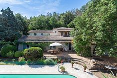 Maison de campagne Cogolin on ImmoWatcher Real Estate houses, apartments, villas for rent and for sale in and around Saint-Tropez. Front Yard Fence, Fenced In Yard, Saint Tropez, Rural House, Charming House, Bungalow 5, Surface Habitable, Real Estate Houses, Pent House