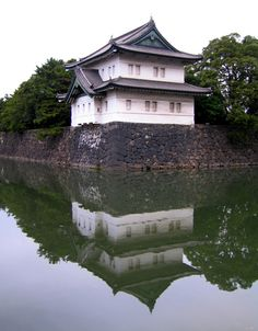 Picture - Guard house at the Imperial Palace in Tokyo. | PlanetWare