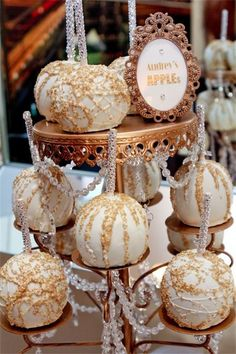 BLING candy apples, Hostess with the Mostess® - Old Hollywood Candy and Dessert Table Chocolate Covered Apples, Caramel Apples, White Chocolate, Chocolate Party, Chocolate Dipped, Hollywood Candy, Hollywood Wedding, Hollywood Theme, Hollywood Style