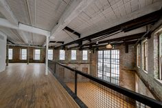 Vintage industrial style decor trends to make a lasting impression in your guests! Warehouse Living, Warehouse Home, Warehouse Apartment, Casas Containers, Industrial House, Industrial Interiors, Vintage Industrial, Industrial Style, Loft Interiors