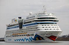 Vertrek 3 april 2015 te IJmuiden  vanuit de Noordersluis onderweg naar zee  http://koopvaardij.blogspot.nl/2015/04/vertrek.html