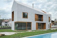 Die Öffnungen zeigen sich als tief eingeschnittene Loggien oder flächenbündige Fenster   Clavienrossier Architectes ©Roger Frei, Zürich
