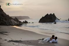 Sunrise studio in an incredible location.  Depending the time of the year we can offer you the best locations and off the beaten path setups to bring uniqueness to your memories. Huatulco Wedding photographer Luna Gainza