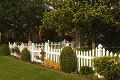 White Vinyl Scalloped Picket Fence. Maintenance Free Vinyl Fence.  Future Outdoors 972-576-1600