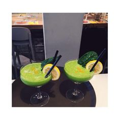 Smoothies di verdura fresca con avocado,spinaci,sedano e curcuma #ilmargutta #ilmarguttamenu #ristorante #restaurant #vegetariano #vegetarian #vegano #vegan #cibo #food #green #smoothie #avocado #drink #roma #healty #healtyfood