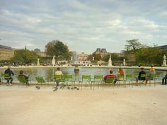 Tuileries Garden, Paris © French Moments - The impeccably formal Garden of the Tuileries were designed and laid out from 1640 by André Le Nôtre along the Historical Axis that he started to trace. From the Place du Carrousel, the Tuileries Garden offer an unbroken vista towards the Place de la Concorde, the Arc de Triomphe and the Grande Arche. It remains the largest and oldest public garden in Paris today