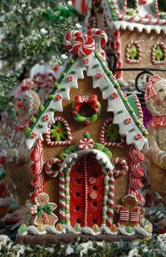 A Positively Beautiful Gingerbread House! …