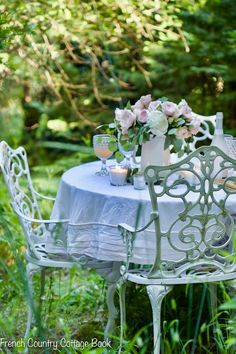 5 tips for an elegant spring table setting - French Country Cottage Outdoor Rooms, Outdoor Dining, Outdoor Decor, French Country Cottage, French Country Decorating, Comedor Shabby Chic, Table Setting Inspiration, Beautiful Table Settings, White Gardens