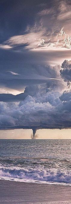 Amazing beauty of nature tornado Beautiful Sky, Beautiful World, Beautiful Images, Fuerza Natural, Cool Pictures, Cool Photos, Dame Nature, Tornados, Thunderstorms
