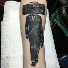 Esperamos que hayas tenido un buen viaje ahora a romperla toda en europa   @juanchyarchy_ds  Lugar: BsAs Palermo Viejo . @tattooargentina . #tattooargentina #argentina #ink #inkedmag #inked #tattooist #artist #art #tattoo #tatuaje #tattooistartmag #instatattoo #tattooworld #tattoo2me #inkstagram #tattoolife #tatuaje #blackworkerssubmission  #blackwork #blackworktattoo #dotworktattoo #traditionaltattoo #juanchyarchy_ds #musictattoo by tattooargentina