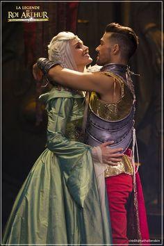 La Reine Guenièvre (Camille Lou) et le Roi Arthur (Florent Mothe) - La Légende Du Roi Arthur