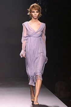 See the complete Alberta Ferretti Spring 2002 Ready-to-Wear collection.