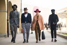 2014-01-21のファッションスナップ。着用アイテム・キーワードはウールパンツ, スラックス, スーツ(シングル), ドレスシューズ, ネクタイ, ハット, ハンチング・キャスケット, ブーツ, ベスト・ジレ, メガネ,etc. 理想の着こなし・コーディネートがきっとここに。| No:47662