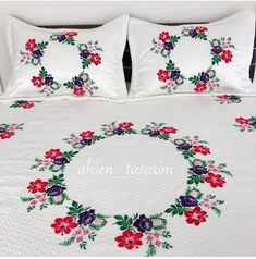 Crochet Motif Patterns, Floral Embroidery Patterns, Free Machine Embroidery Designs, Bed Sheet Painting Design, Fabric Painting, Bed Cover Design, Bed Design, Handmade Bed Sheets, Designer Bed Sheets