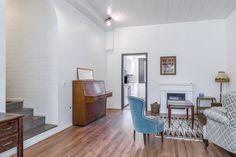 Kauniit valkoiset tiiliseinät elävöittävät seinäpintoja. Oversized Mirror, Furniture, Home Decor, Decoration Home, Room Decor, Home Furnishings, Home Interior Design, Home Decoration, Interior Design