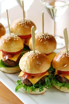 Wedding Food simple and super easy baby shower food ideas, dessert inspirations - mini beef tomato cheese lettuce burgers Baby Shower Food Easy, Comida Para Baby Shower, Simple Baby Shower, Baby Shower Finger Foods, Food Baby, Baby Shower Recipes, Baby Shower Lunch, Baby Shower Menu, Baby Finger