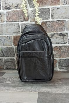 Τσαντάκι Ώμου Χιαστί 'Pablo' Μαύρο Sling Backpack, Leather Backpack, Men Bags, Backpacks, Fashion, Men's Bags, Moda, Leather Backpacks, Bags For Men