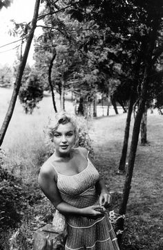 Marilyn Monroe photographed by Sam Shaw, 1957.  Beautiful!