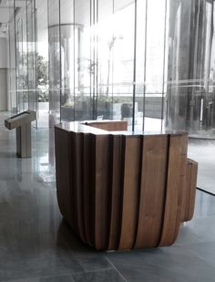 Reception Desk Design, Lobby Reception, Reception Counter, Public Hotel, Home Bar Designs, Counter Design, Hotel Interiors, Hotel Lobby, Interior Design Living Room