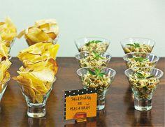 batata chips e saladinha de macarrão