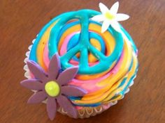 Peace, love and cupcakes...I want to make this for my birthday! :)