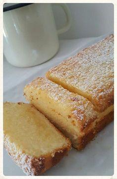 Bonjour, un cake au citron déniché sur le net réalisé pour le goûter super moelleux au bon goût citronné ! Ingrédients : 200g de sucre 120g de beurre fondule zeste d'un citron jaune non traité4 oeufs150g de farine80g de jus de citron1/2 sachet de levure...