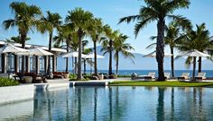 Hyatt Regency Danang (Da Nang): This resort was voted by readers of Condé Nast Traveler magazine in the top 40 beach resorts in the world. The resort extends over 200,000 m2 with the pristine beach in front of the Marble Mountains, about 15 minutes from the airport by car.