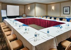 Host your next meeting or conference at Four Points Toronto Airport, conveniently located close to Toronto Pearson for all visiting guests.