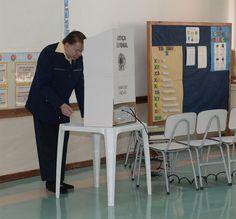 Silvio Santos se nega a furar fila em seção eleitoral e dá exemplo de cidadania