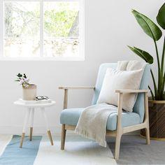 Oslo butaca aqua / ¡Confort en tonos aqua! Oslo, un bonita butaca tapizada en color aqua y con una estructura de madera natural. Una combinación perfecta para crear un espacio elegante y nórdico en el salón, en el dormitorio, o donde prefieras colocarla. ¿Te vas a resistir?